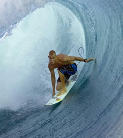 Fanning wins world surfing title
