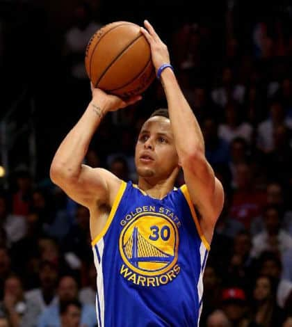 Stephen Curry breaks NBA 3 point record - Kiwi Kids News