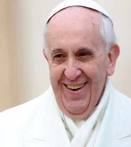 Pope asks for ban on all nuclear weapons