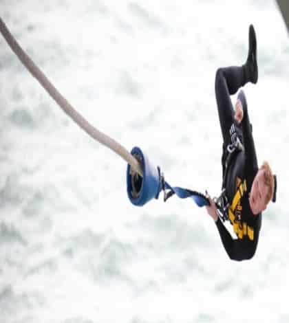Kiwi breaks bungy jump record