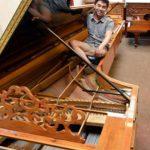 New Zealander makes world's largest piano